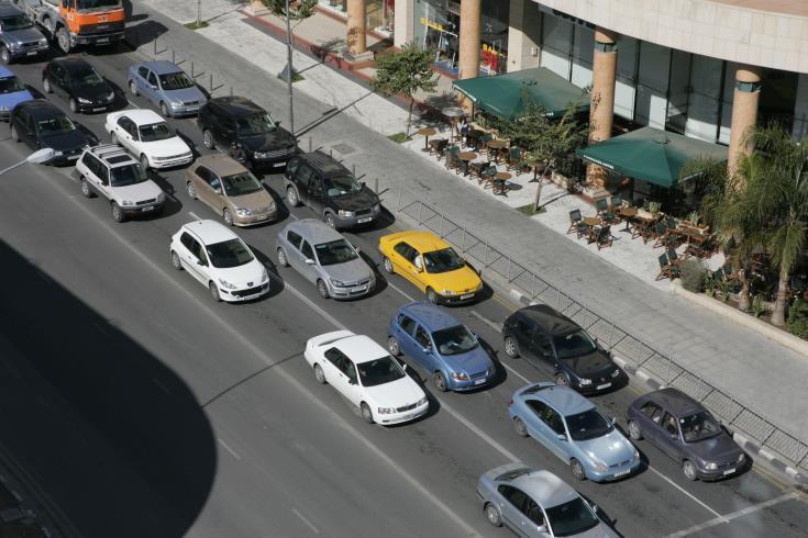 Παρατείνεται η αβεβαιότητα στην αγορά αυτοκινήτων