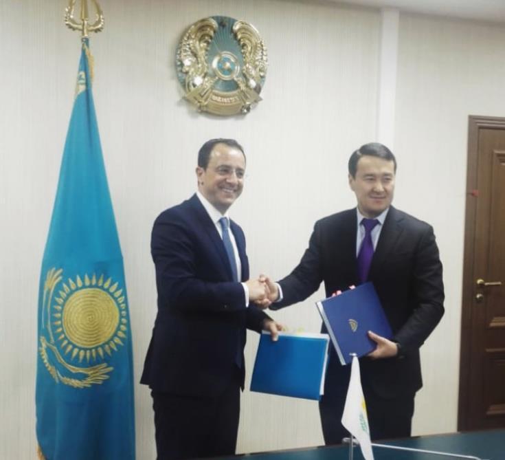 Επαφές υπουργού εξωτερικών στο Καζακστάν