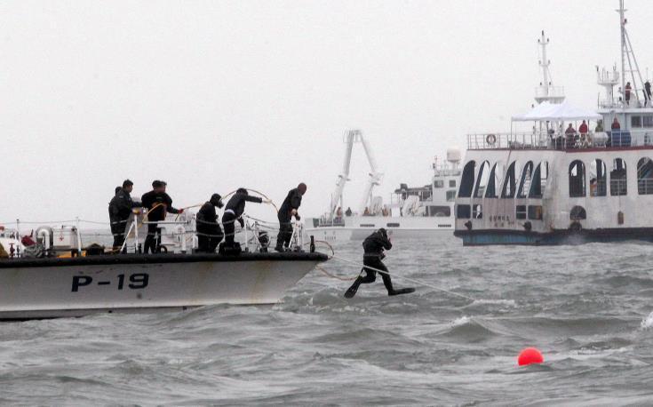 Τουλάχιστον 15 νεκροί σε ναυάγιο πορθμείου στα ανοικτά της Ιάβας