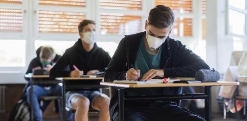 Δεν επιστρέφουν οι μαθητές στα γυμνάσια | Stockwatch - Παράθυρο στην  Οικονομία