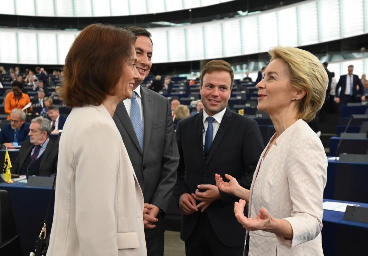 Επικρίσεις αλλά και μερική επικρότηση των προτεραιοτήτων της, έλαβε από τα κόμματα στο ΕΚ η von der Leyen